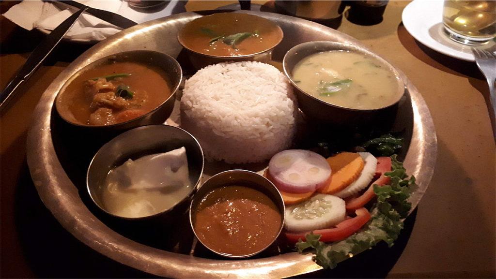 Традиционное непальское блюдо – дал бат