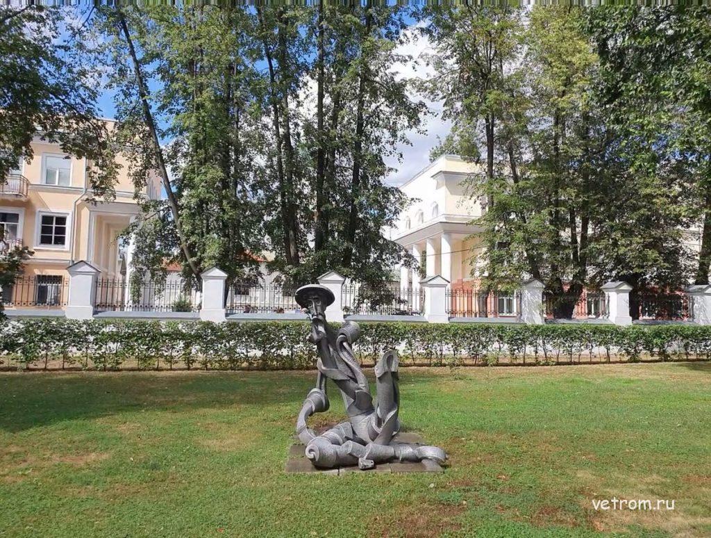 Губернаторский сад и скульптуры