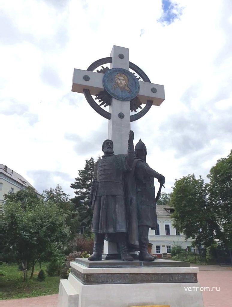 памятник Минину и Пожарскому в ярославле