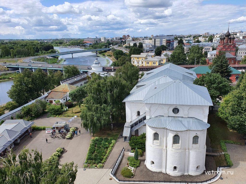 Вид со звонницы Спасо-Преображенского собора в Ярославле