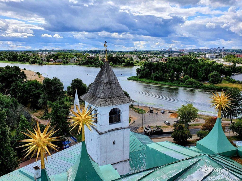 Вид со звонницы Спасо-Преображенского собора Ярославля