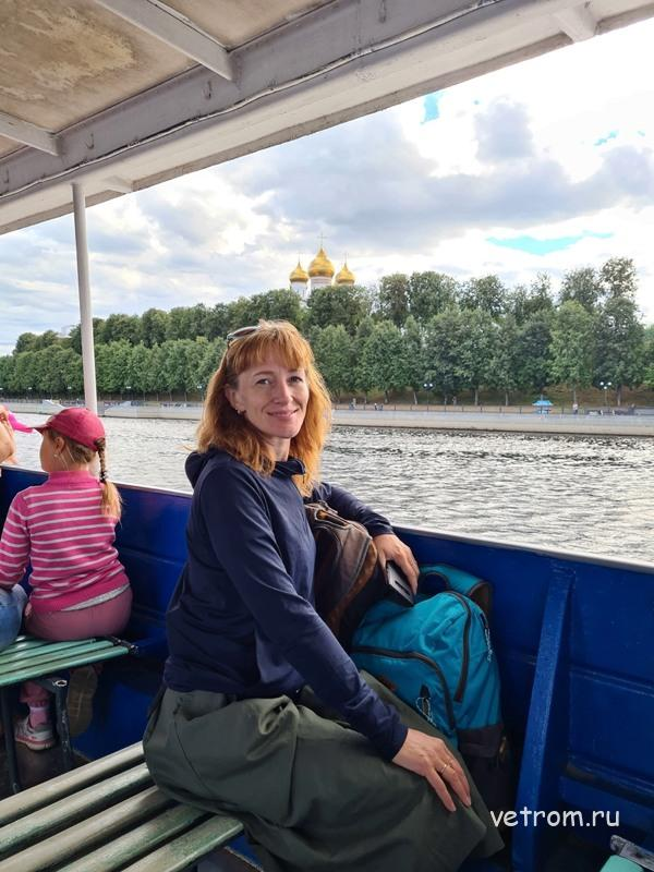 На палубе речного трамвая по Волге в Ярославле